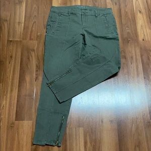 ALFRED SUNG green pants
